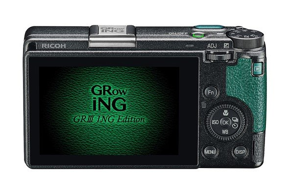 Ricoh использует в оформлении набора GR III GRowING ING Edition Special Limited Kit зеленый цвет
